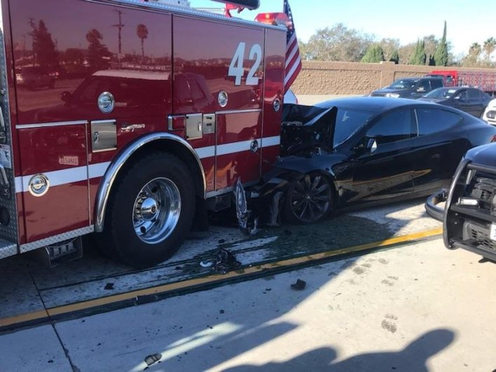 Road accident with participation of Tesla Model S and the fire truck in California