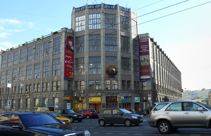 The premises belonging to PJSC Central Telegraph, subsidiary company of Rostelecom in the building to the address Moscow, Tverskaya Street, 7 with a total area of 35 198,7 square meters, and the parking adjoining to it are sold by one of the largest investment companies for 3.5 billion rubles