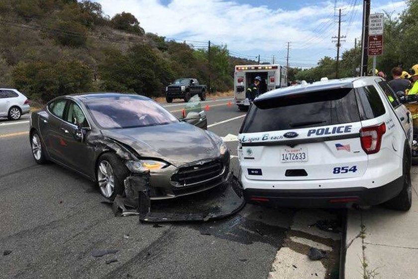 The Tesla electric car in the mode of an auto pilot crashed into the police car