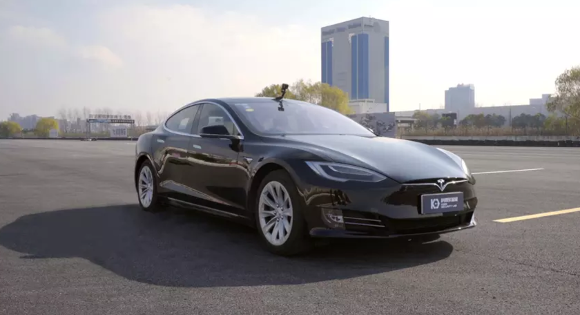 The auto pilot of Tesla can be cracked and directed the electric vehicle to an oncoming lane of the road, the Chinese researchers found out