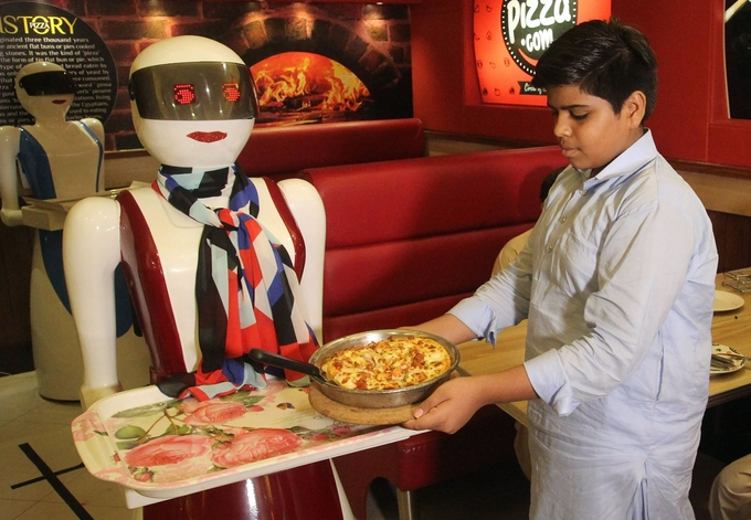 The robot waitress in the Pakistani pizzeria