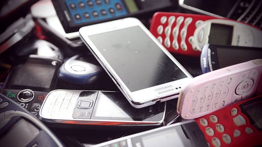 In the first half of the year 20.7 million mobile phones were imported to Russia. Illustration: grodno.greenbelarus.info