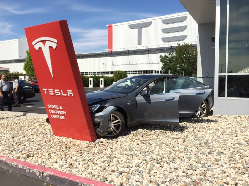 Tesla recalls 14 thousand electric vehicles. The rejected safety cushions do not work at road accident and shoot without the reason